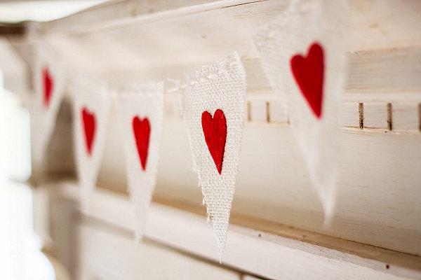 DIY-Valentines-Day-banner